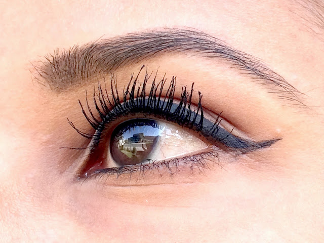 Photo of Eyelashes with  2 coats of Estée Lauder Sumptuous Extreme Lash Multiplying Volume Mascara in 01 Extreme Black