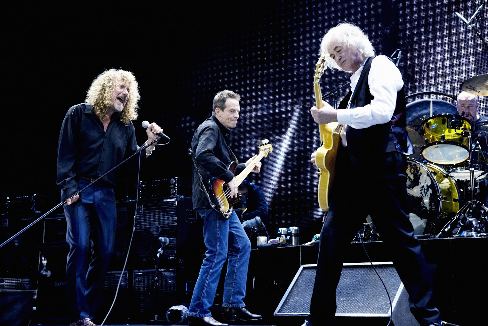 led zeppelin celebration day deluxe edition song by song review. Black Bedroom Furniture Sets. Home Design Ideas