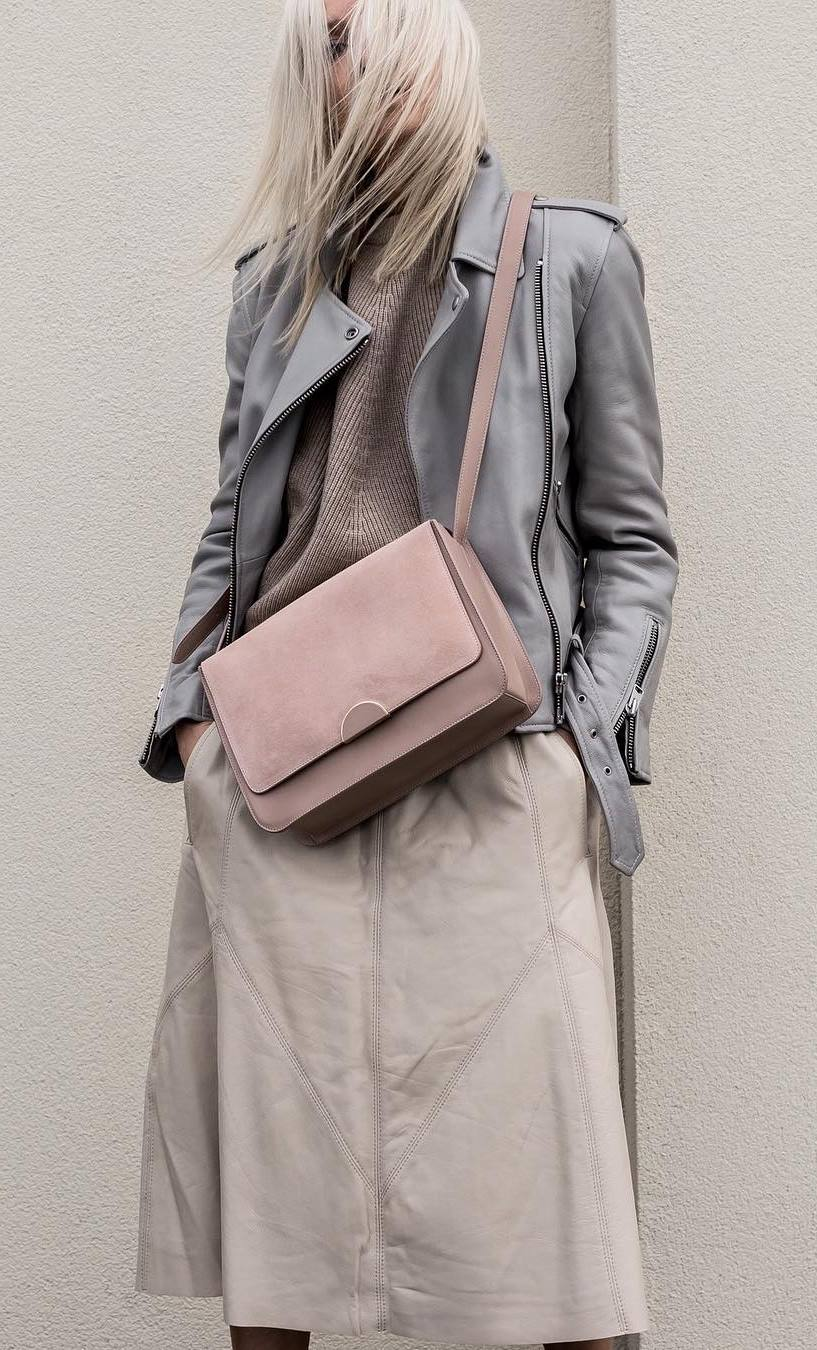 street style addiction / grey leather jacket + blush bag + sweater + leather midi skirt