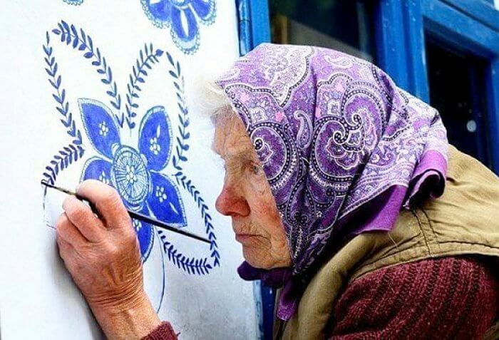 90-Year-Old Woman's Wall Painting Transforms A Small Czech Village Beautifully