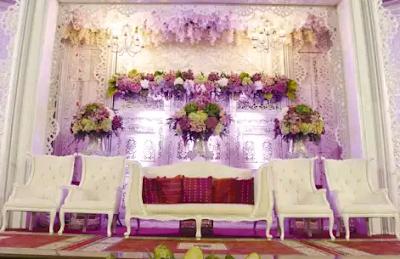 dekorasi pernikahan modern bernuansa putih