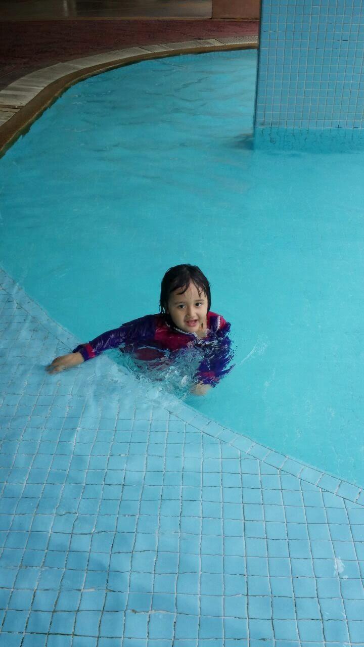 mandi kolam di kondo Mak Lang