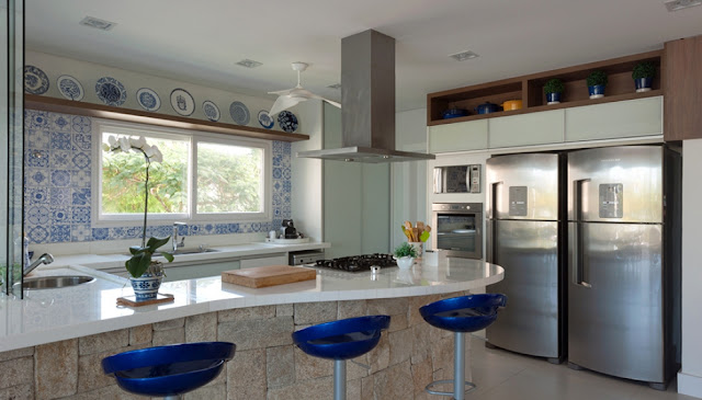 beach- house- kitchen