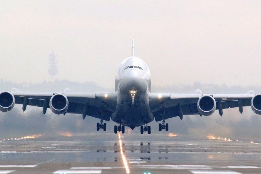 Καταρρέει μεγάλη αεροπορική εταιρεία