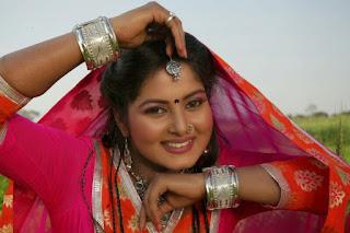 Anjana Singh Taking salary of 3-4 Lakhs Per film.