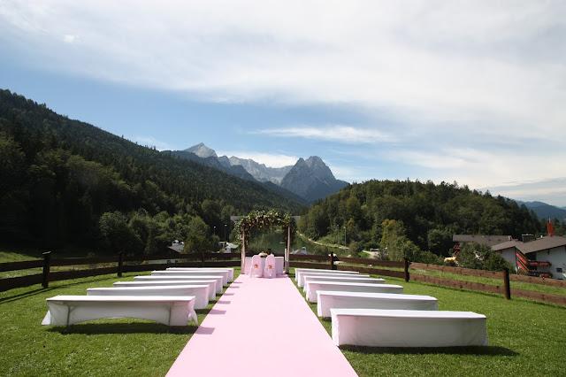Sommerhochzeit auf der Bergwiese - Peach & Pastell, Pfirsich, Rosa und Pastell, Sommerhochzeit im Riessersee Hotel Garmisch-Partenkirchen, Bayern, Wedding in Bavaria, Germany, lake side summer wedding