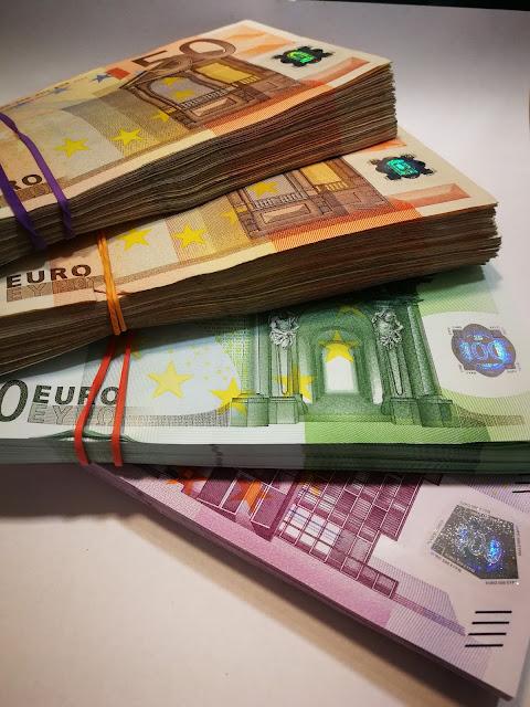 El dinero sólo es papel coloreado