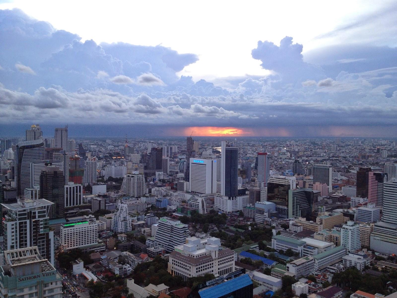 Bangkok - Sunset at the Vertigo and Moon Bar