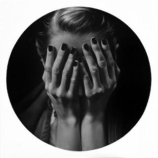 pinturas-rostros-femeninos-y-manos