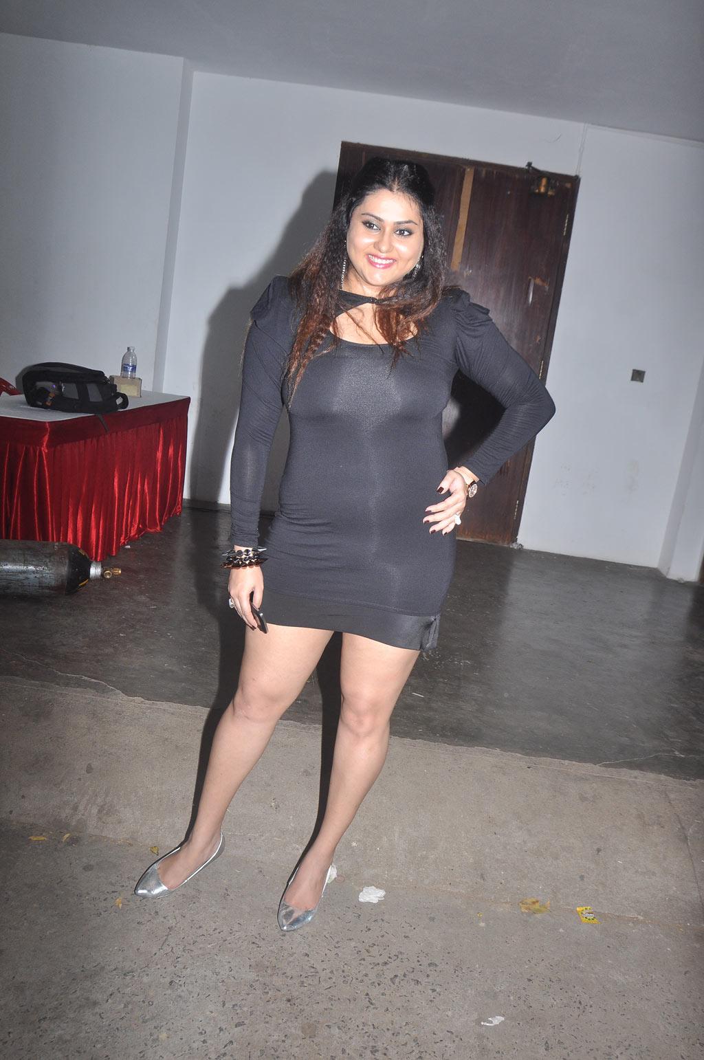 Hot Namitha exposing Thighs - Latest Tamil Actress, Telugu ...