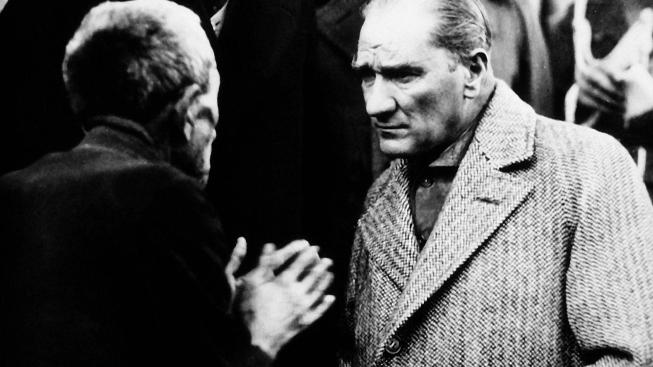 Atatürkün Vatandaşla Olan Bir Fotoğrafı