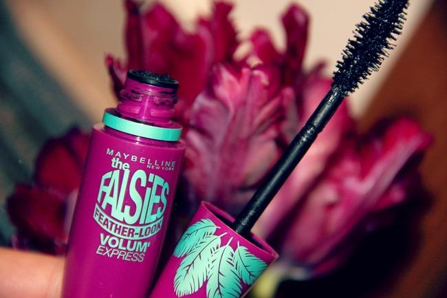 Maybelline maskara za oci The Falsies feather-look