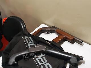 Após troca de tiros, homens são presos com armas e carro roubado na PB