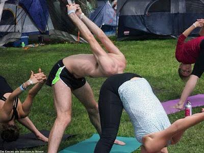 Witziges Täuschungsbild - Yoga - Kopf in - Lustige Sportbilder