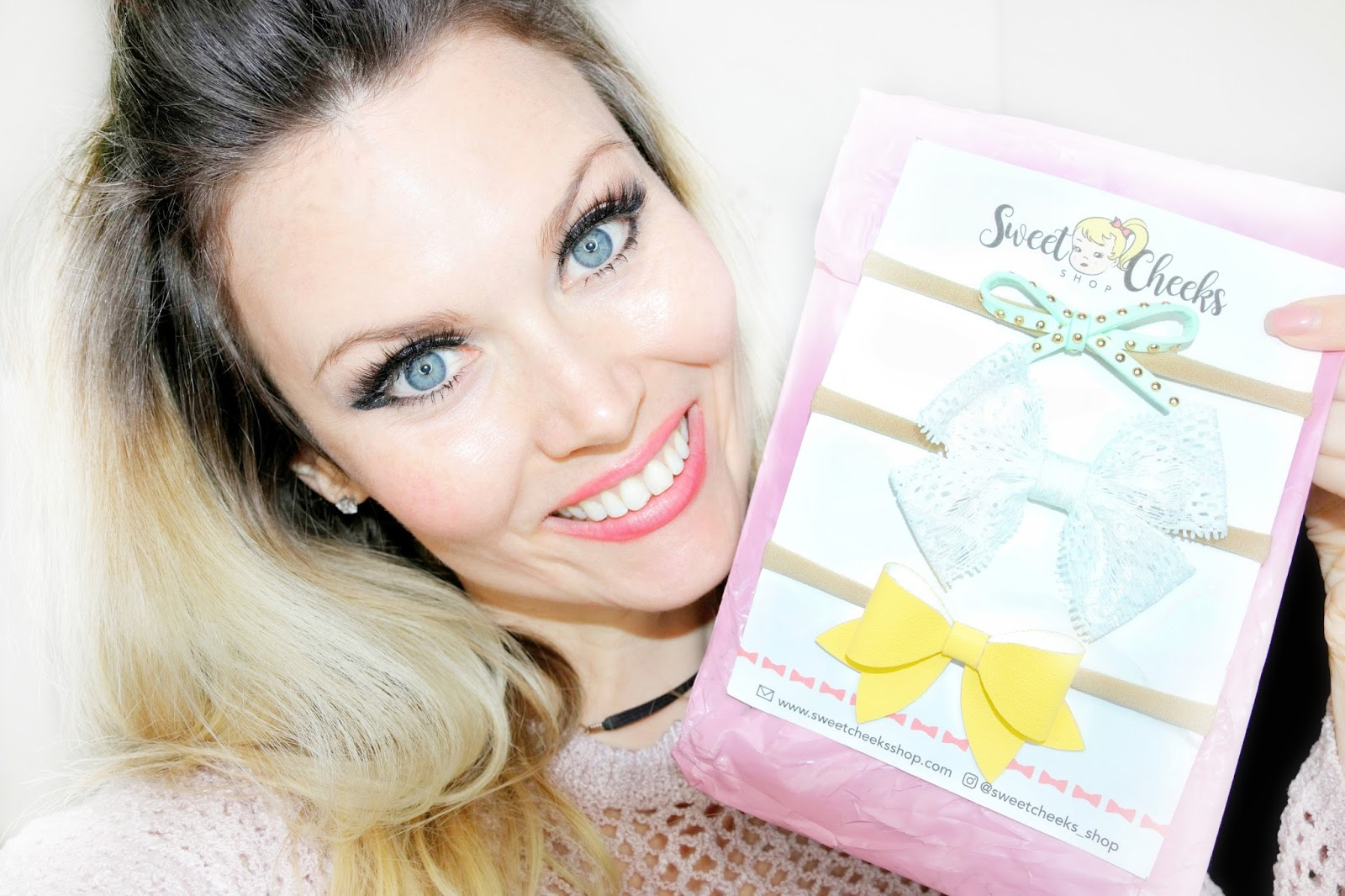 sweet cheeks shop monthly bow subscription April Spring 2018 bows girl mom blue eyes blogger momlife blog unboxing baby newborn