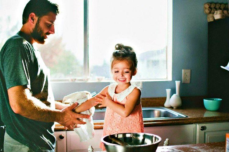 Baba ve kız aşkı ebedidir, babalar kızlarını her zaman çok sevmişlerdir.