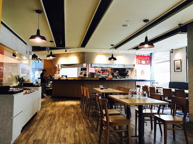 Eat at Seven: Burg Kitchen - Interior