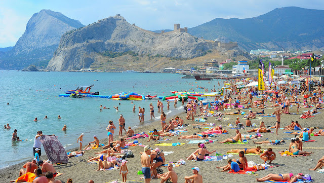 Peak tourism season: Anti-terrorism measures strengthened in the Crimea - Like This Article