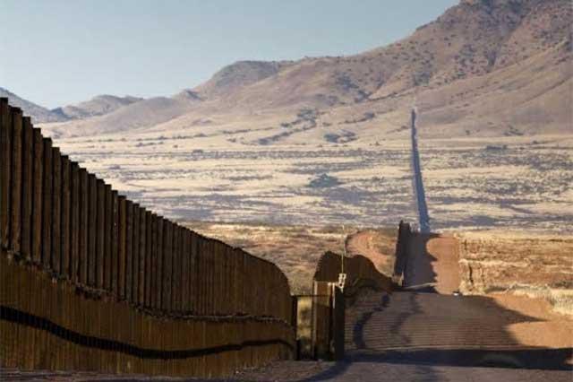 Empresarios latinos le entran a la licitación del muro