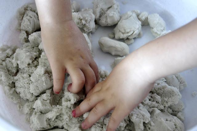 masa plastyczna, domowa ciastolina, piasek kienetyczny, kinetic sand, play dough