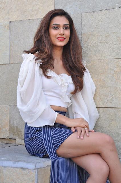 Akanksha Singh Hot Photos