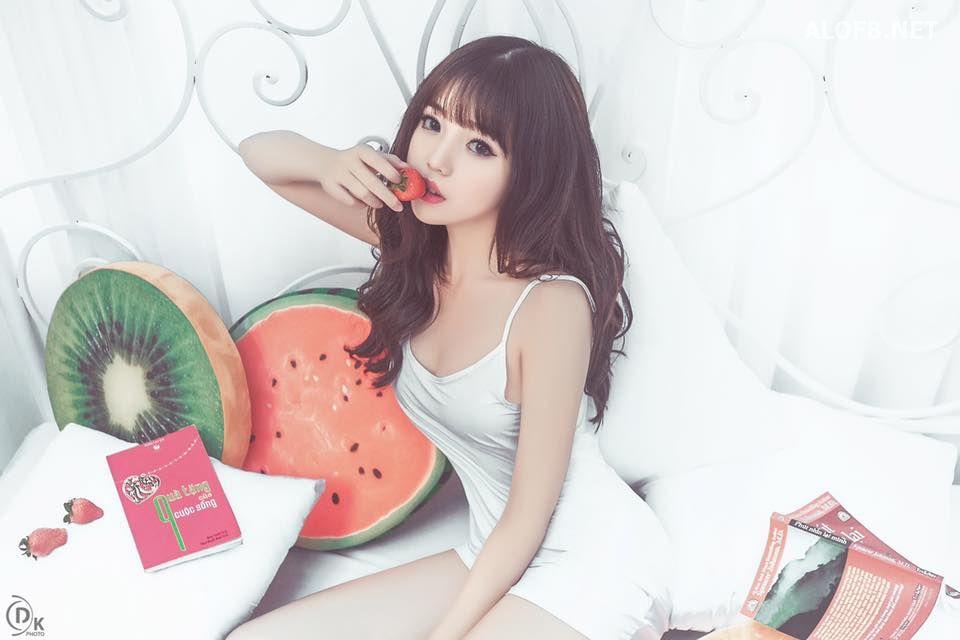 15355734 1705871476394385 3569371886986212687 n alofb.net - Streamer LMHT Linh Ngọc Đàm cực SEXY với Bikini
