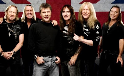 Foto del grupo Iron Maiden sonriendo