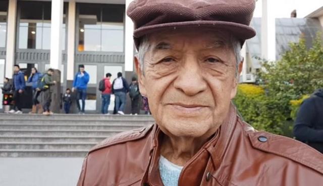 Con 78 años cumplió su sueño de graduarse en la universidad