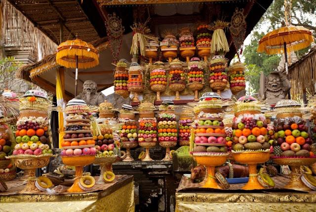 Banten untuk upacara adat di Bali