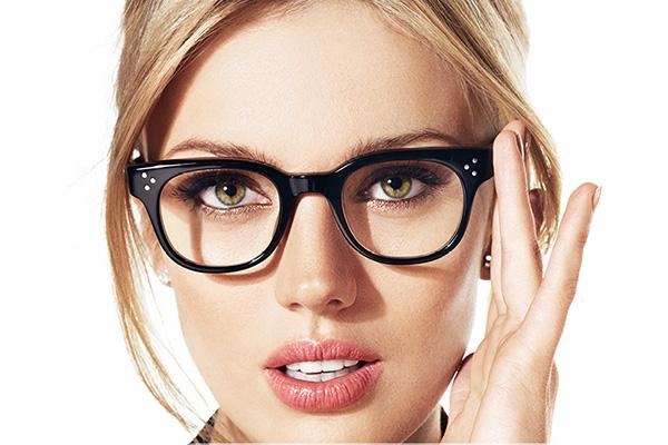 Bentuk Wajah Oval. 4 Tips Memilih Kacamata Sesuai Dengan Bentuk Wajah 25654a4f4b