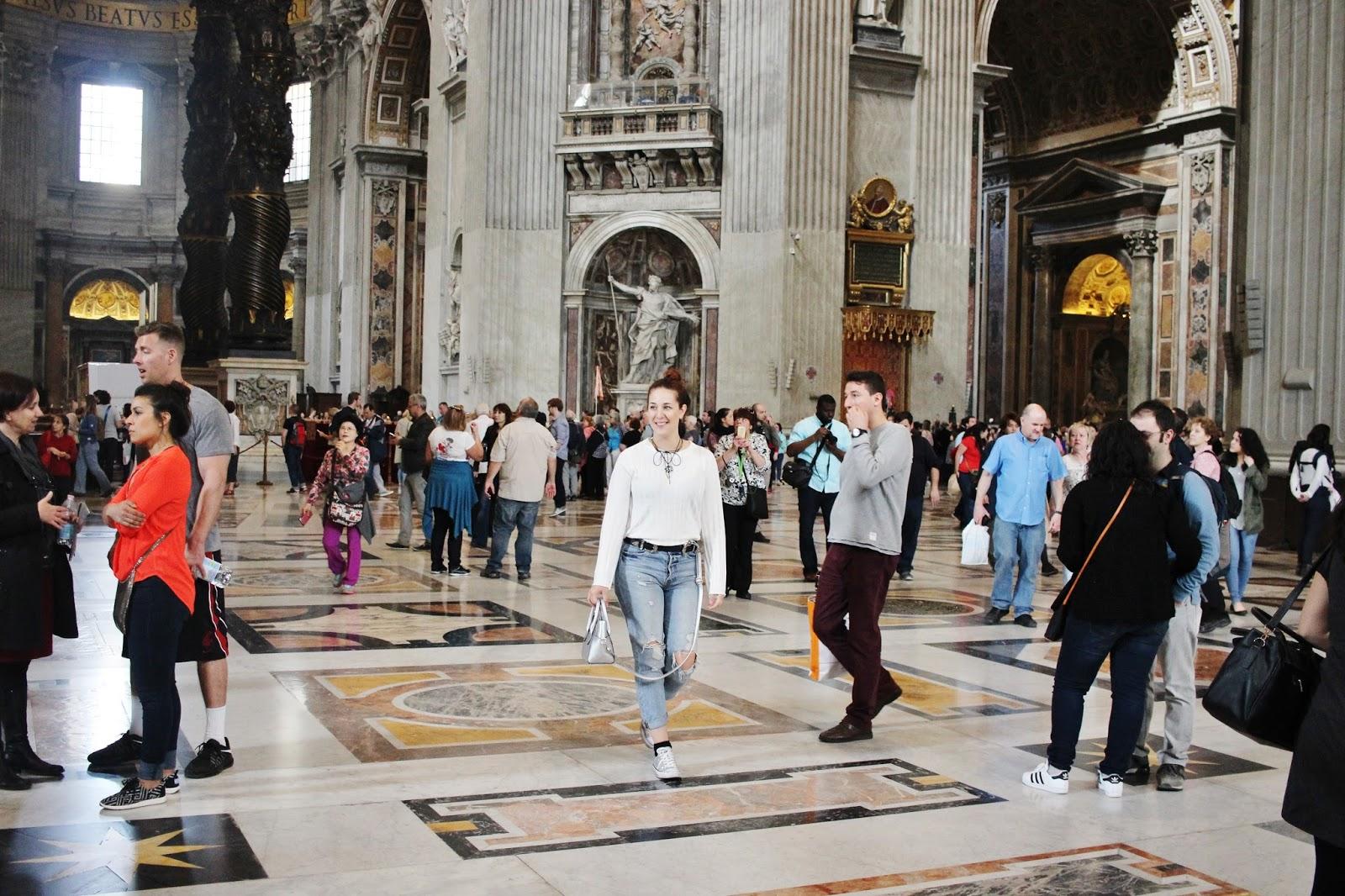 basílica de san Pedro por dentro