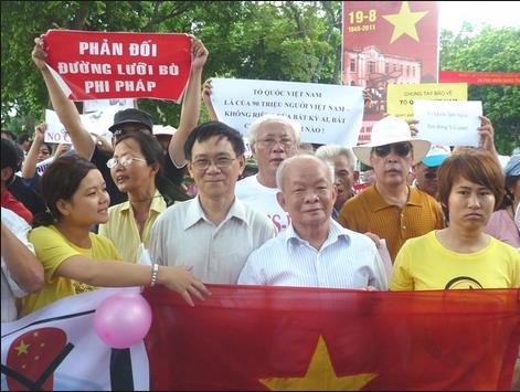 Nhà văn Nguyên Ngọc 62 tuổi đảng