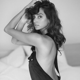 Shibani Dandekar hot, instagram, boyfriend, bikini, marriage, ipl, biography, sister, songs, hot photoshoot, hot photos, hot pics