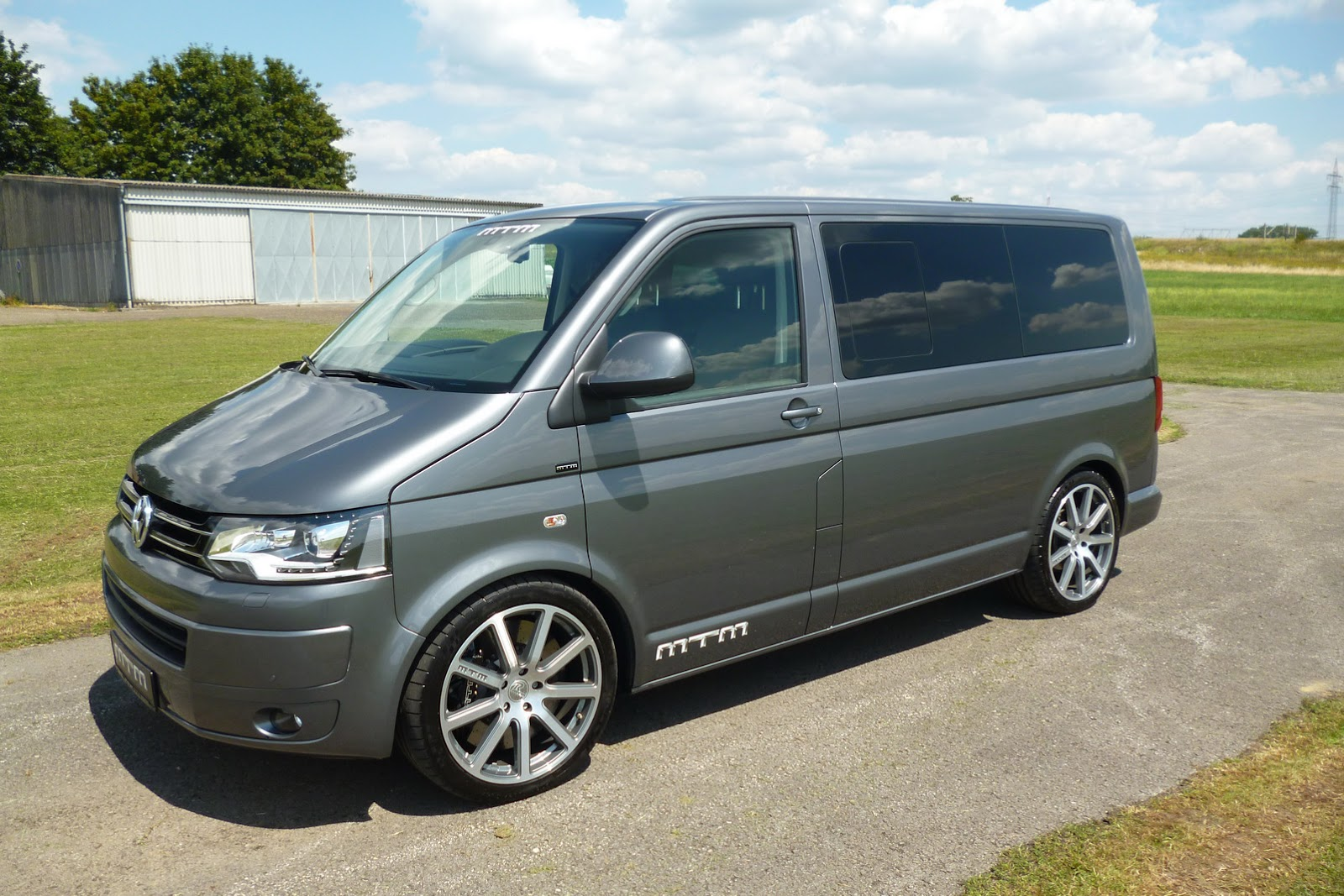 Vw Transporter T5 Mtm 39s Vw T5 Multivan Gives You 355hp For 21 250 Carscoops