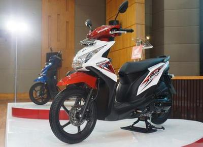 Motor Matic Honda BeAt Street eSP