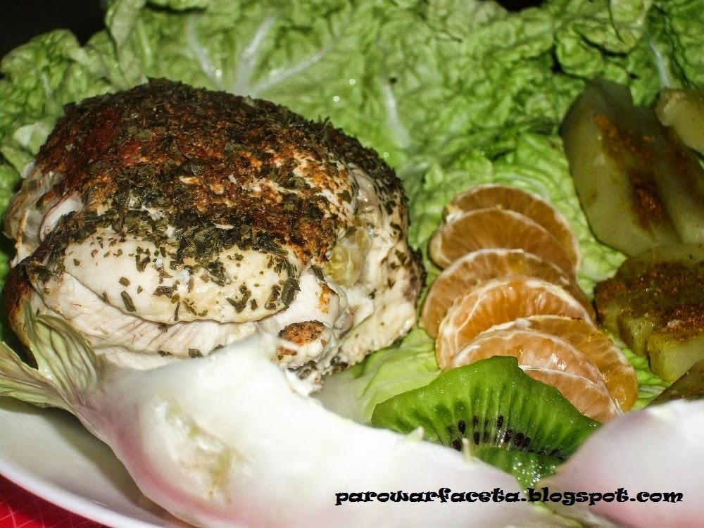 filet z piersi kurczaka nadziewana kiwi z parowaru