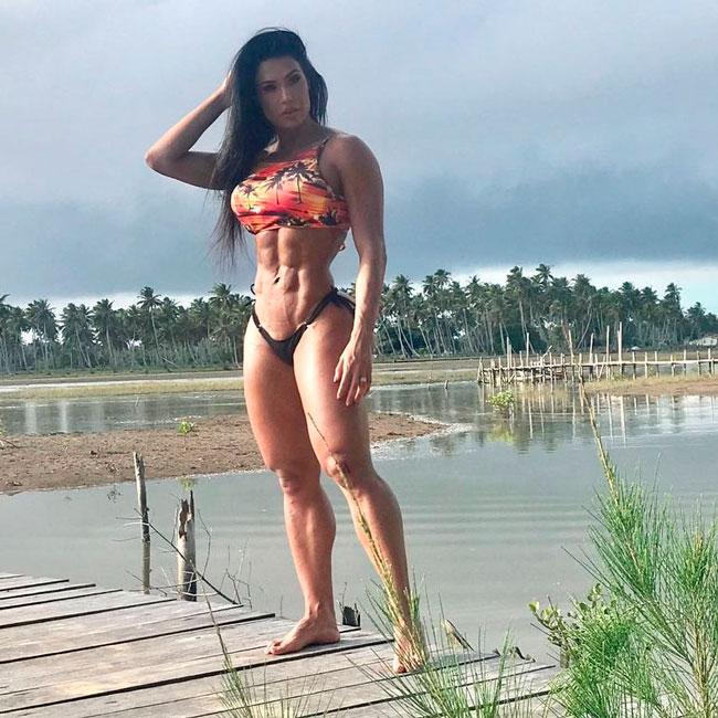 Gracyanne Barbosa em Barra Velha, na Bahia - Foto: reprodução