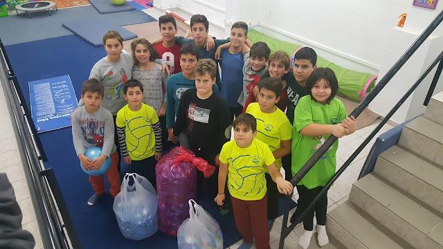 Οι μικροί αθλητές του Ναυτικού Ομίλου Ναυπλίου μάζεψαν πλαστικά καπάκια με σκοπό την αγορά αναπηρικού αμαξιδίου