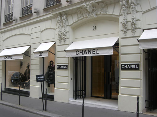 The paris shopping guide chanel feather factor for Chanel locations in paris