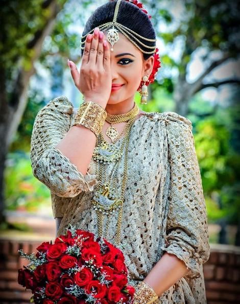 Piumi Hansamali Wedding Photo