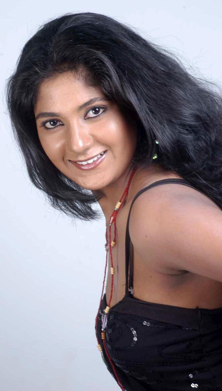 19 Reels: Yagna Shetty Hottest Photoshoot