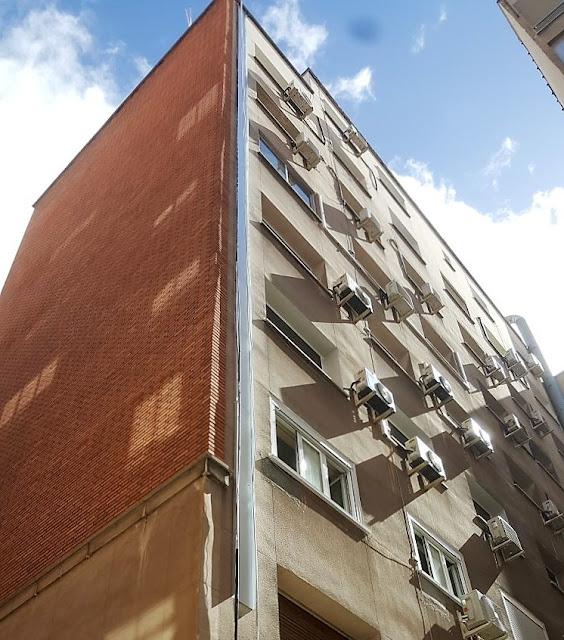 fioto de canaleta por la fachada para instalaciones