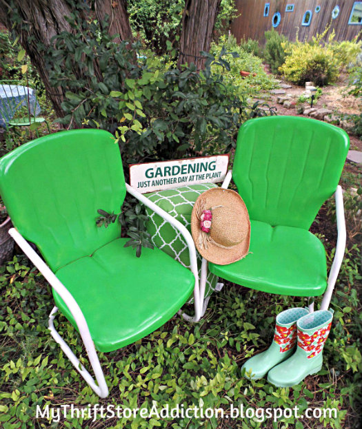 The Top 5 Things to Look for at Yard Sales mythriftstoreaddiction.blogspot.com 1. Patio furniture that can be refreshed with paint like these $10 vintage lawn chairs