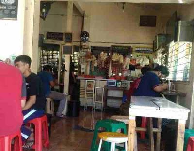 Warung Kopi Ramonez di Surabaya