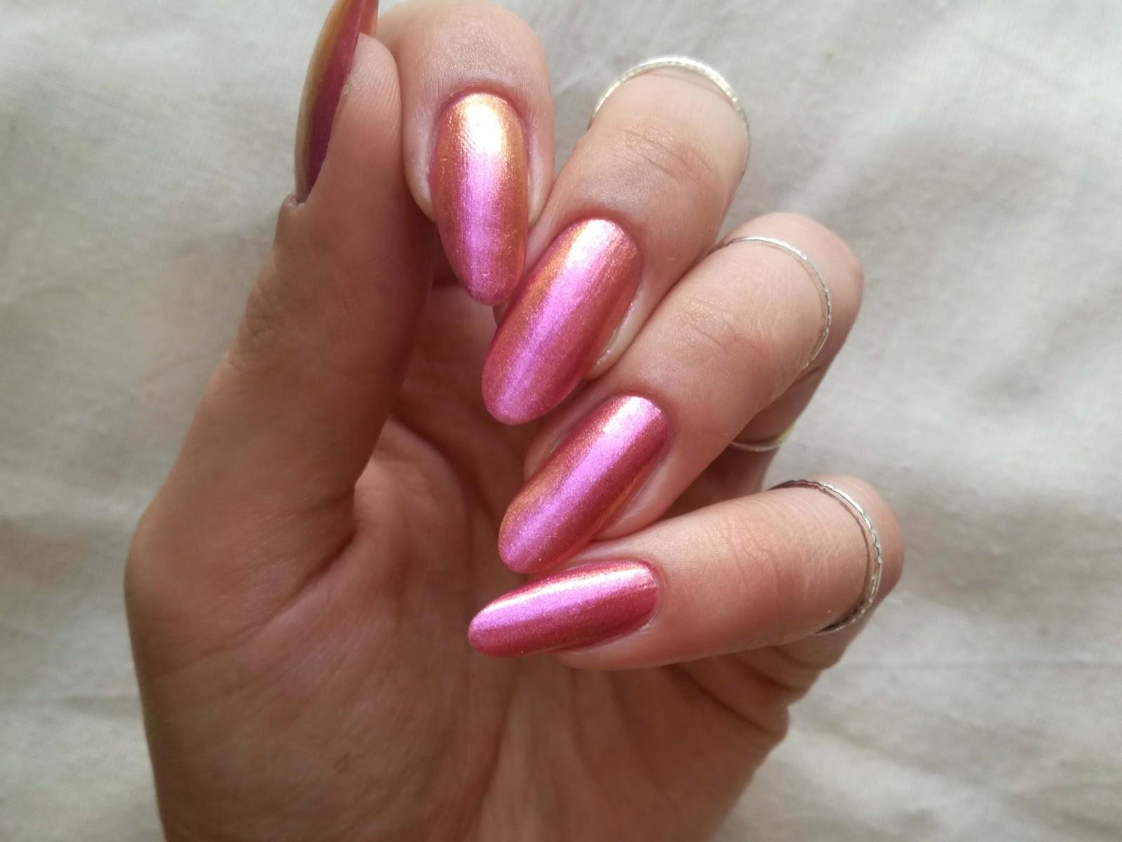 różowe złoto paznokcie
