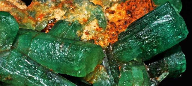 Esmeralda y piedras preciosas