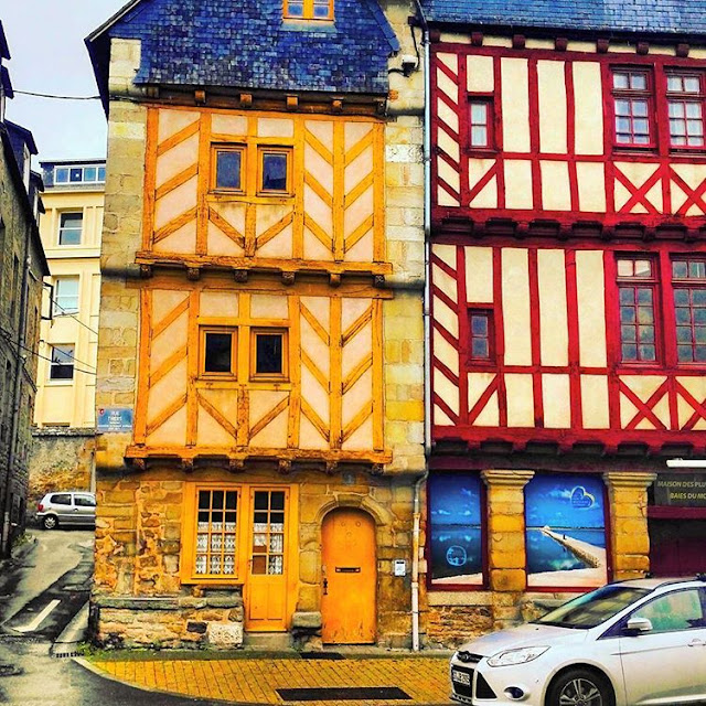 Beautiful Wooden Houses in  Vannes I Brittany I France I Travelling Hopper I