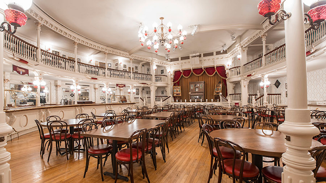 The Diamond Horseshoe: restaurante no Magic Kingdom
