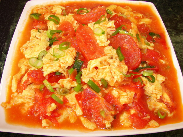 Scrambled eggs in tomato curry