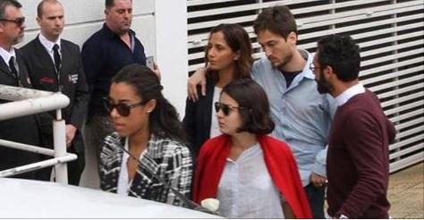 Camila Pitanga e elenco de 'Velho Chico' se despedem de ator em velório